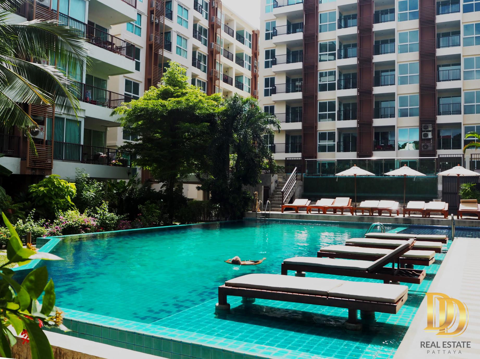 Communal Swimming Pool สระว่ายน้ำ